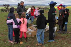 Getting a lesson in putting together the tree guards from Breadalbane Plains Landcare president, Shlomi Bonet
