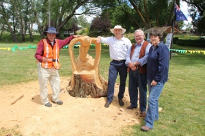 The Wedgetail Eagle Scultpure with Barry Murphy, Jonathon Berryman Lachlan CMA, Clr. Malcolm Barlow Upper Lachlan Shire Council and Nerida Croker chair of the Upper Lachlan Landcare Network.